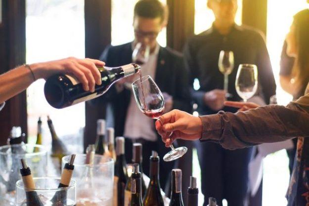 Wein für Einsteiger –Gruppe probiert Wein
