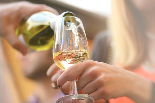 Weinseminar Hamburg - wein einschenken