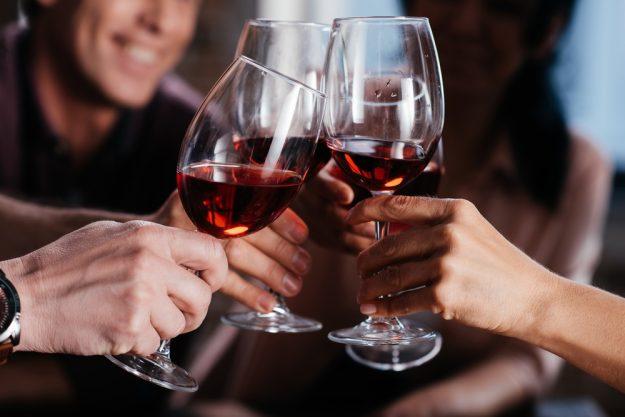 Weinseminar Hamburg - mit Wein anstoßen