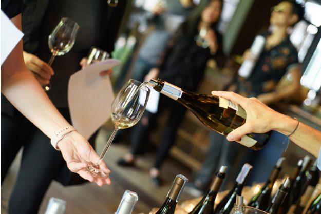 Weinseminar Hamburg - Wein ausschenken