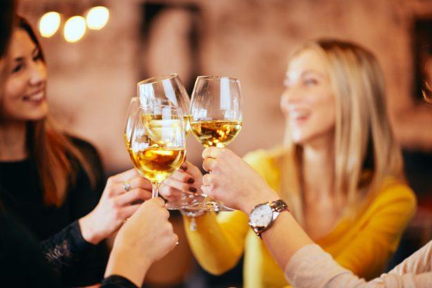 Weinseminar München – goldgelber Weißwein