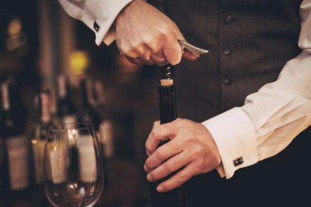 Weinseminar München –Flasche öffnen