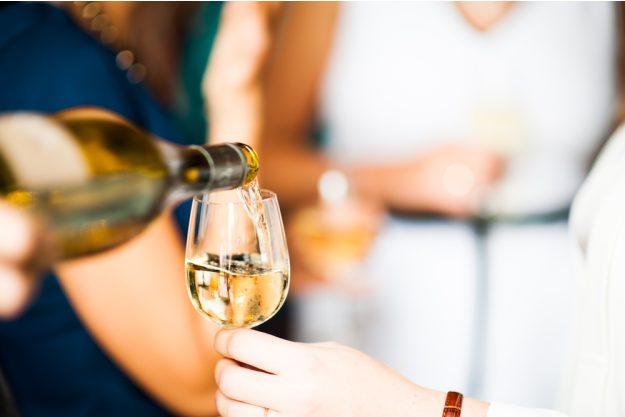 Weinseminar München – Weißwein einschenken