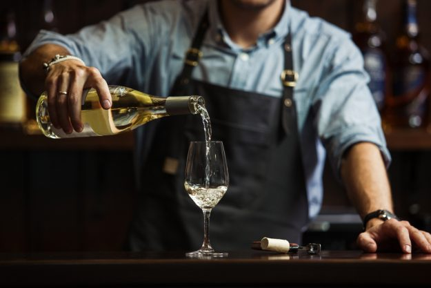 Weinseminar Nürnberg – Weißwein einschenken