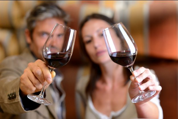 Weinseminar Mannheim - Mann und Frau prüfen Rotwein