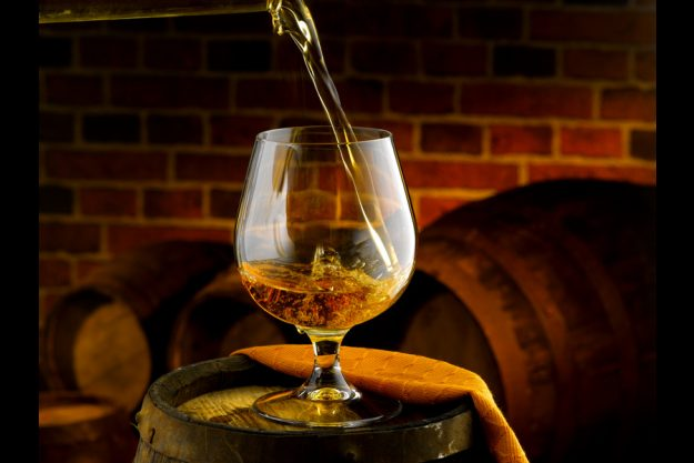 Whisky-Tasting in Berlin - Whisky Einschenken