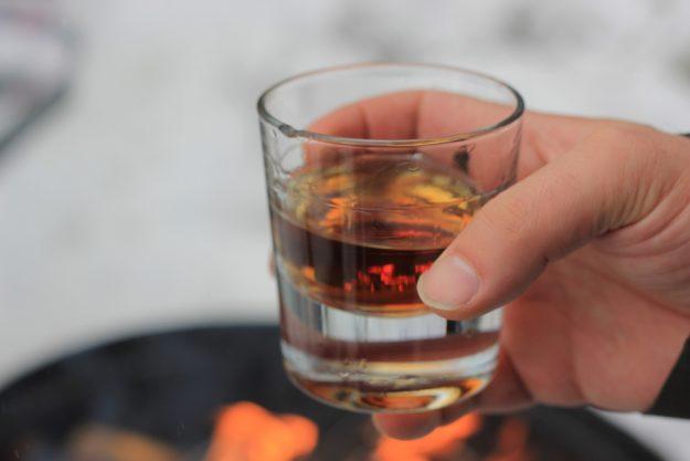 Whisky-Tasting Düsseldorf – Whisky-Glas in der Hand