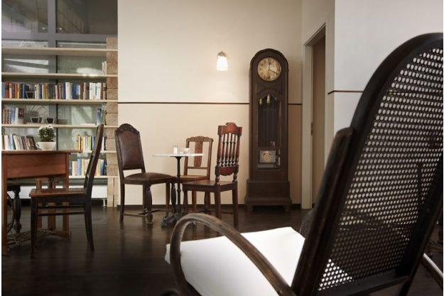 Kulinarische Stadtführung - antike Stühle
