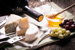 Käse- und Weindegustation online Käse und Wein beim Winzer@Home für 2