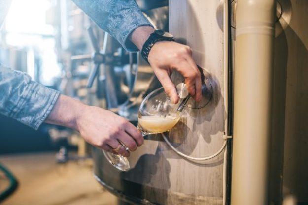 Brauereiführung plus Bierverkostung@Home – Bier zapfen
