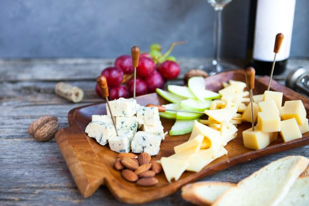 weinprobe bonn – Käseplatte und Wein