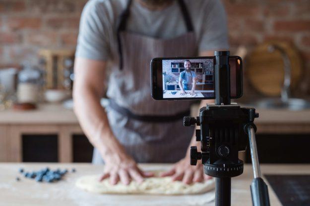 Online-Firmenfeier-mit Kollegen kochen