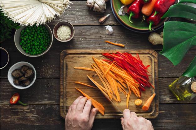 Asia-Kochkurs Fürth –  frisches Gemüse schneiden