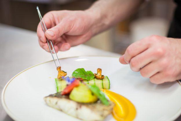 französischer Kochkurs Nürnberg - Fisch anrichten