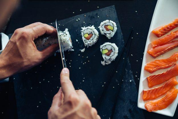 Sushi-Kurs Nürnberg – Sushi-Rolle schneiden