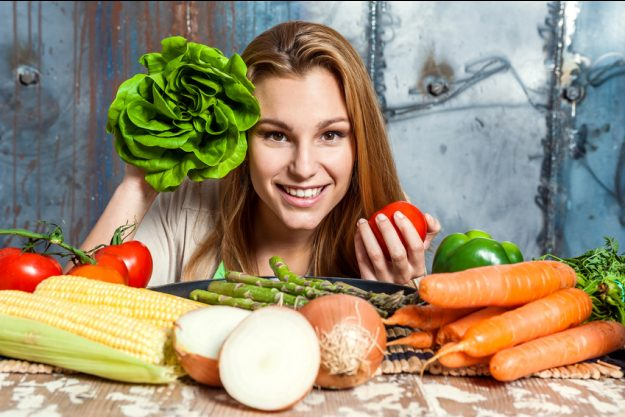 Vegetarischer Kochkurs Nürnberg Frau mit Gemüse